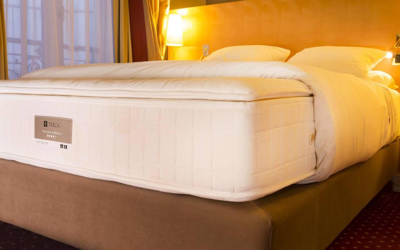 cama de hotel de lujo en barrio latino