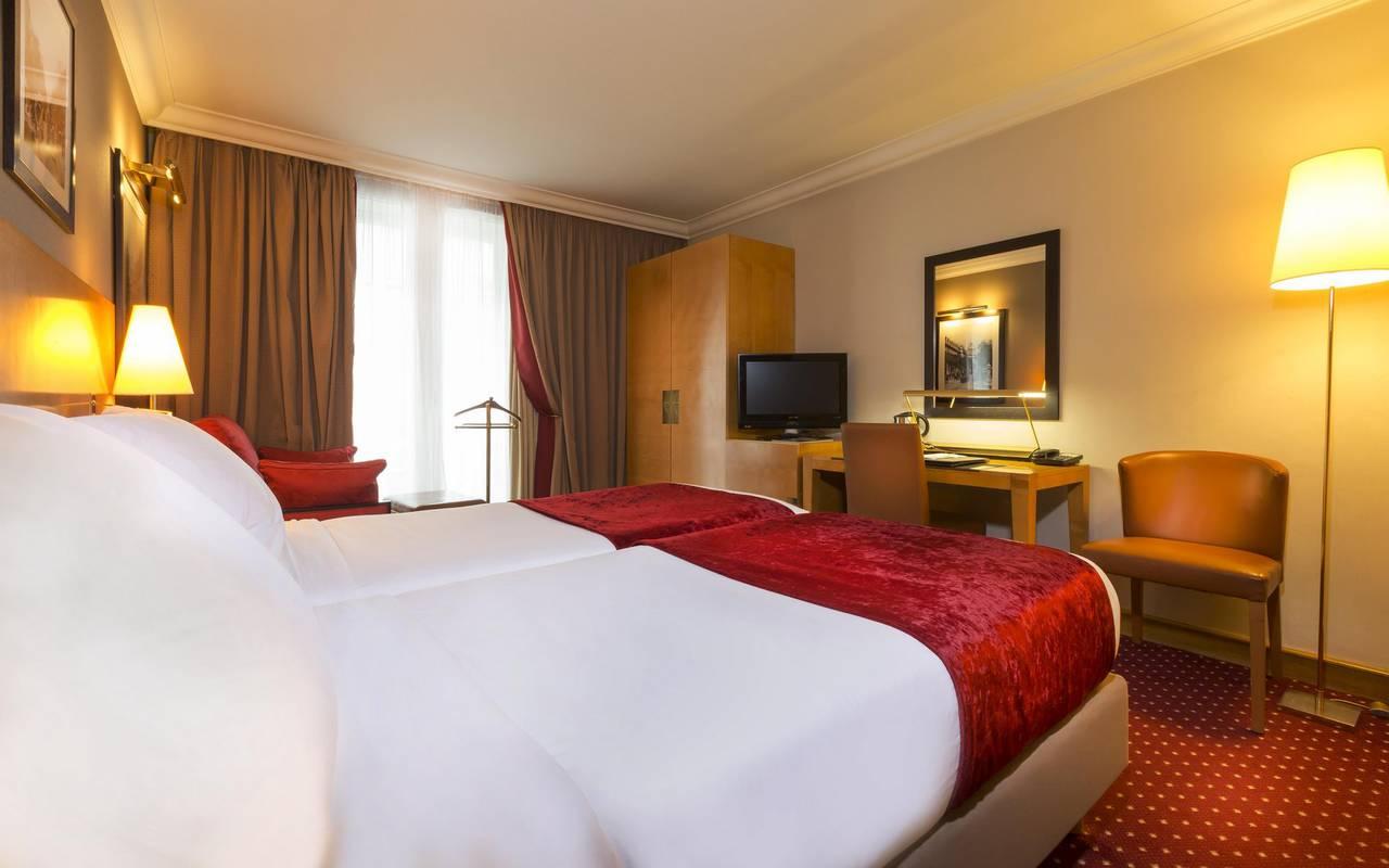 cama de habitacion triple hotel paris centro
