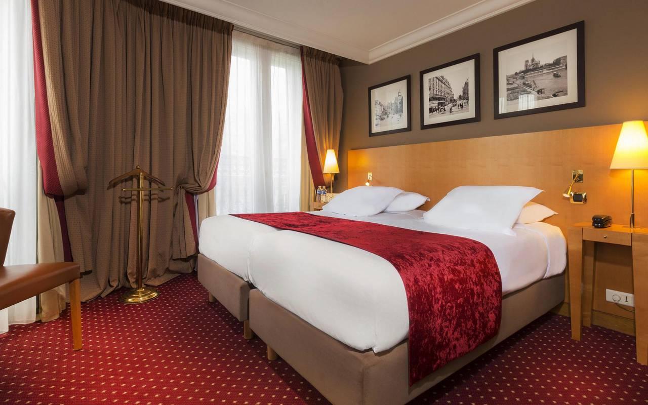 Chambre classic d'un hotel du quartier latin à Paris