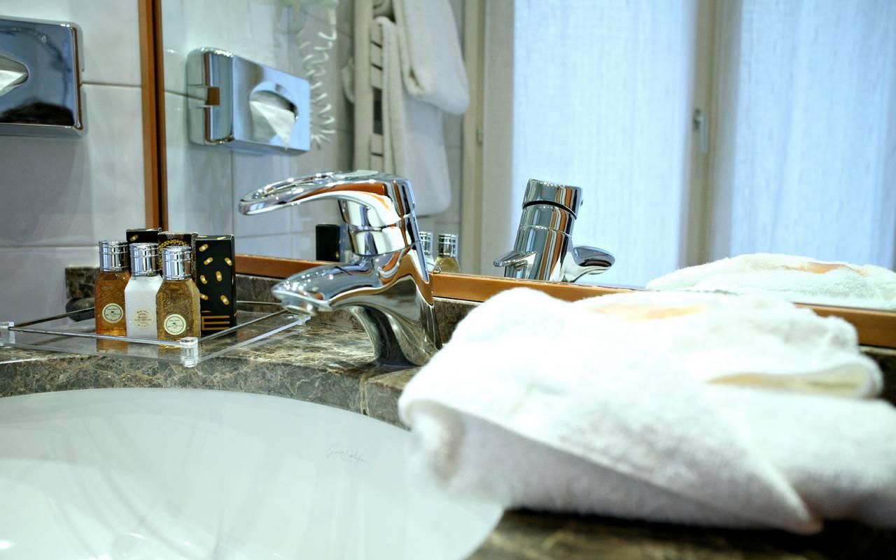 salle de bain d'un hotel de charme à paris